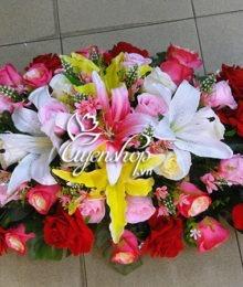 Hoa lụa, hoa giả Uyên shop, Nổi bật với hoa bàn họp