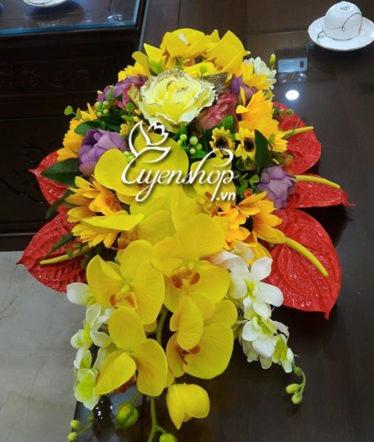 Hoa lụa, hoa giả Uyên shop, Hoa bàn họp tone vàng