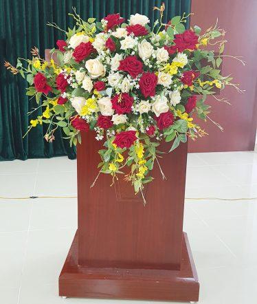 Hoa lụa, hoa giả Uyên shop, Hoa Bục Phát Biểu Đẹp